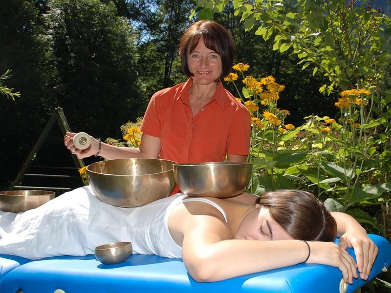 Klangschalen Therapie Massage